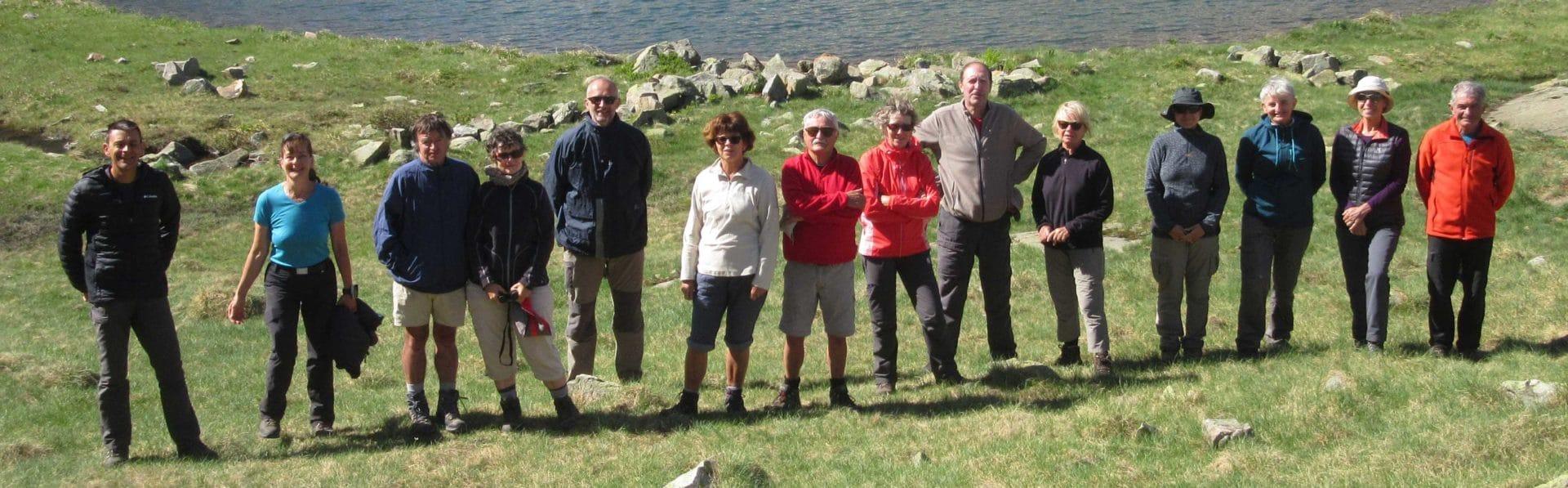 Le groupe devant le lac de Arratille