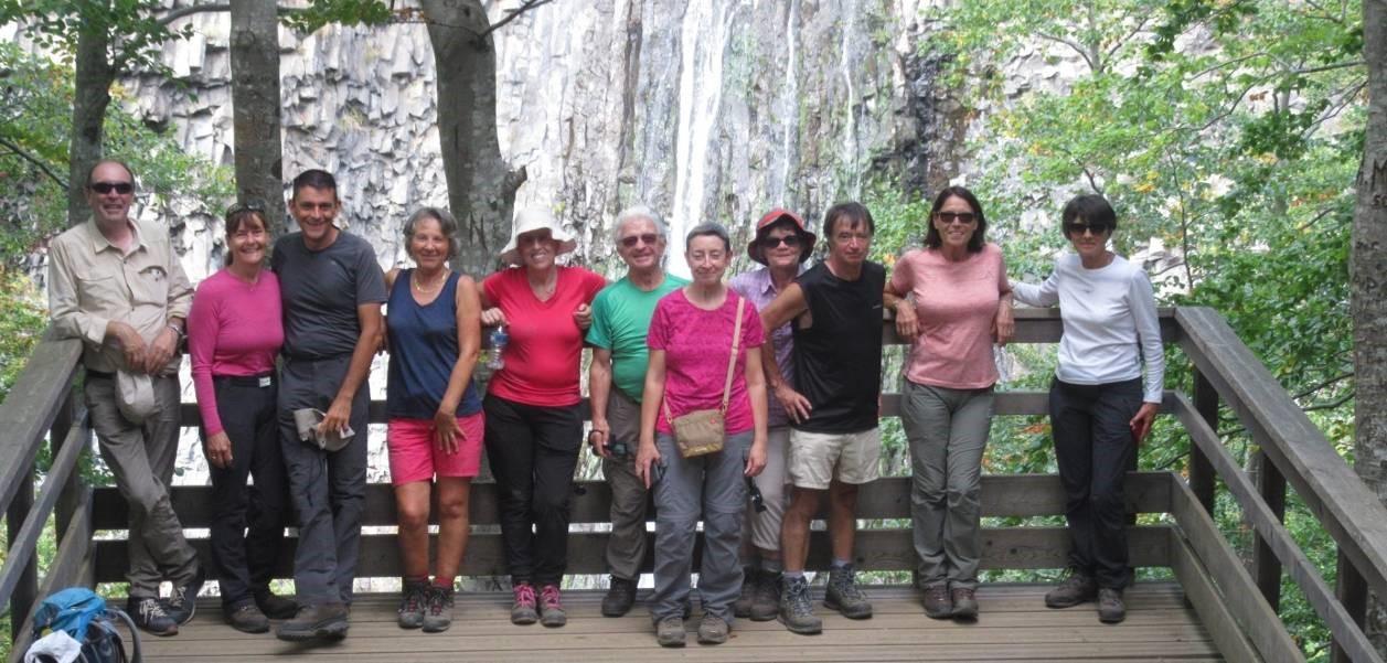 Le groupe devant la cascade du Ray-Pic
