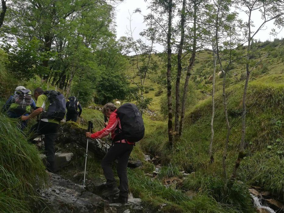 Le début de la montée vers le col de Saucède