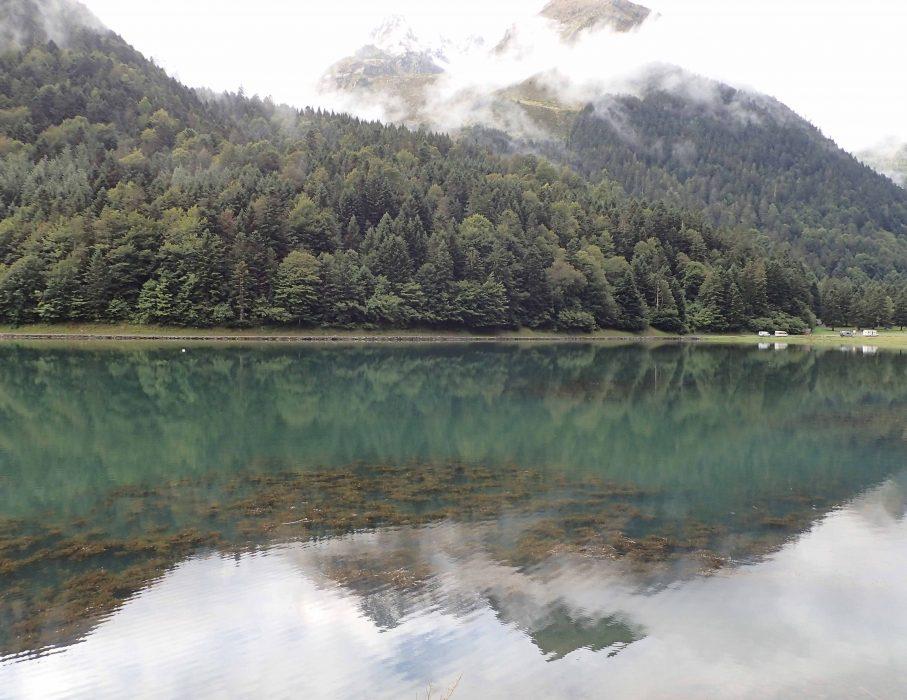 Reflets sur le lac d'Estaing