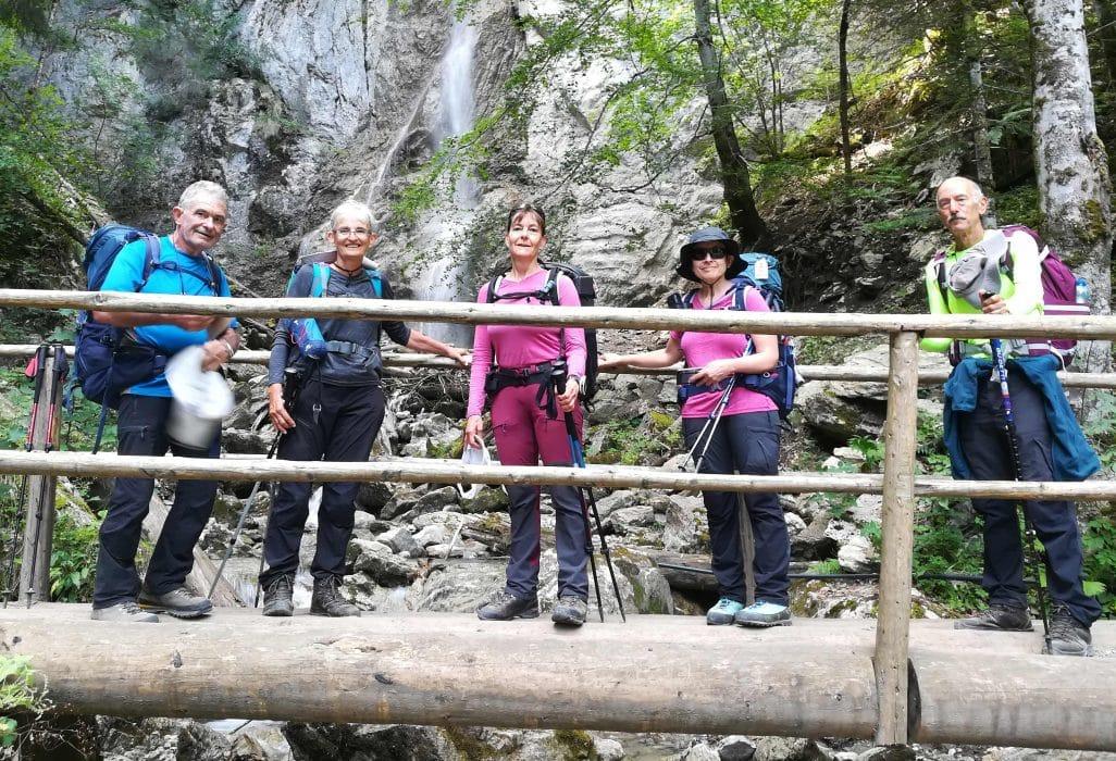 Sur la passerelle enjambant la cascade du Bayard