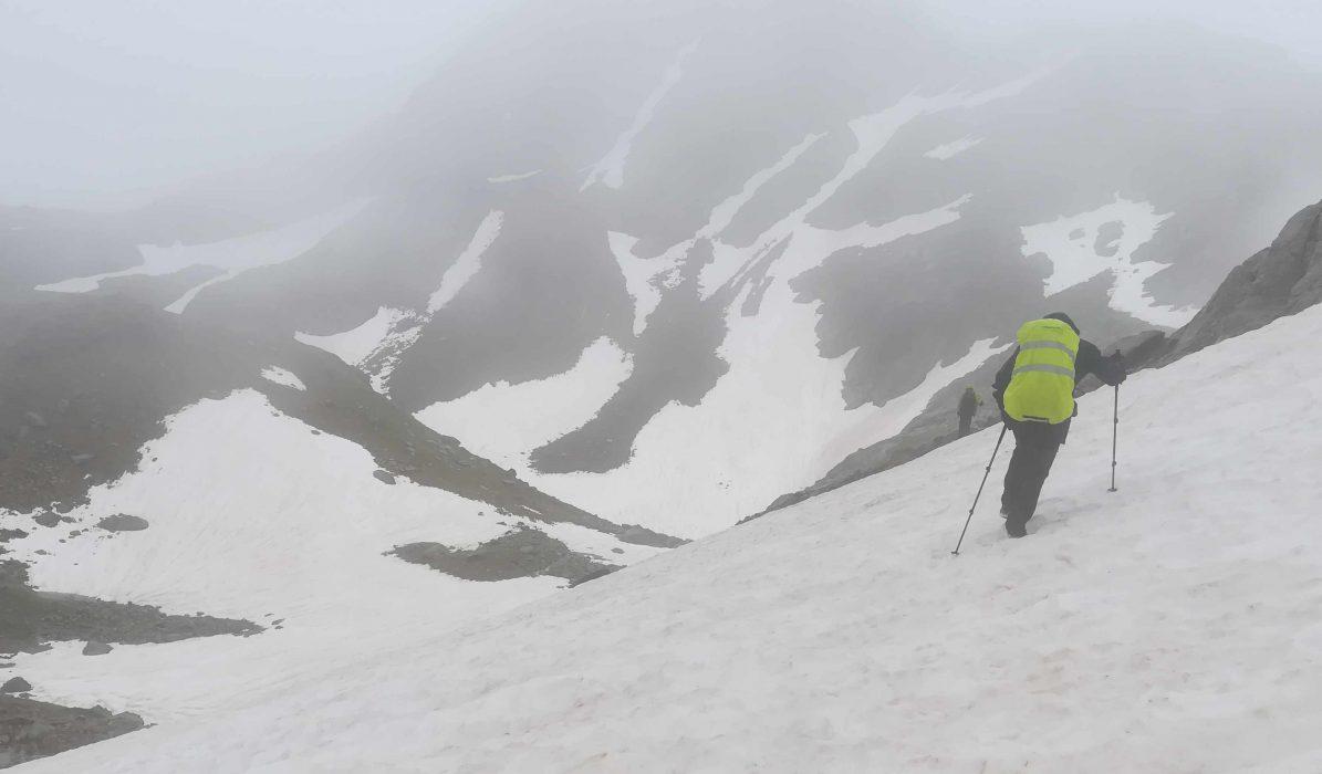 Traversée de névés névés dès 2300 m d'altitude